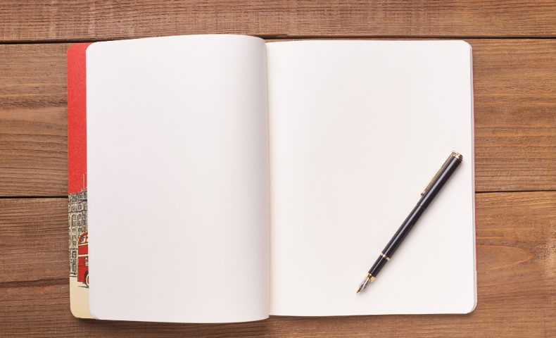 何も書かれていない白紙のノート