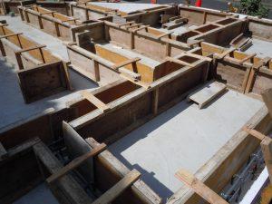 建築途中の建物の基礎