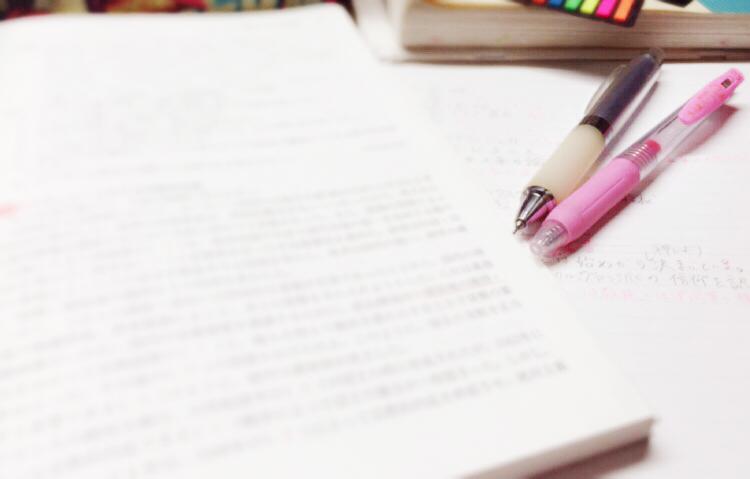学習中のテキストとペン