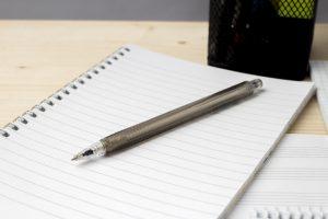 白紙のノートペン